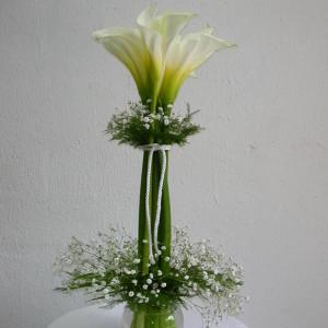 bonito florero de alcatraz  en base de vidrio 450 pesos