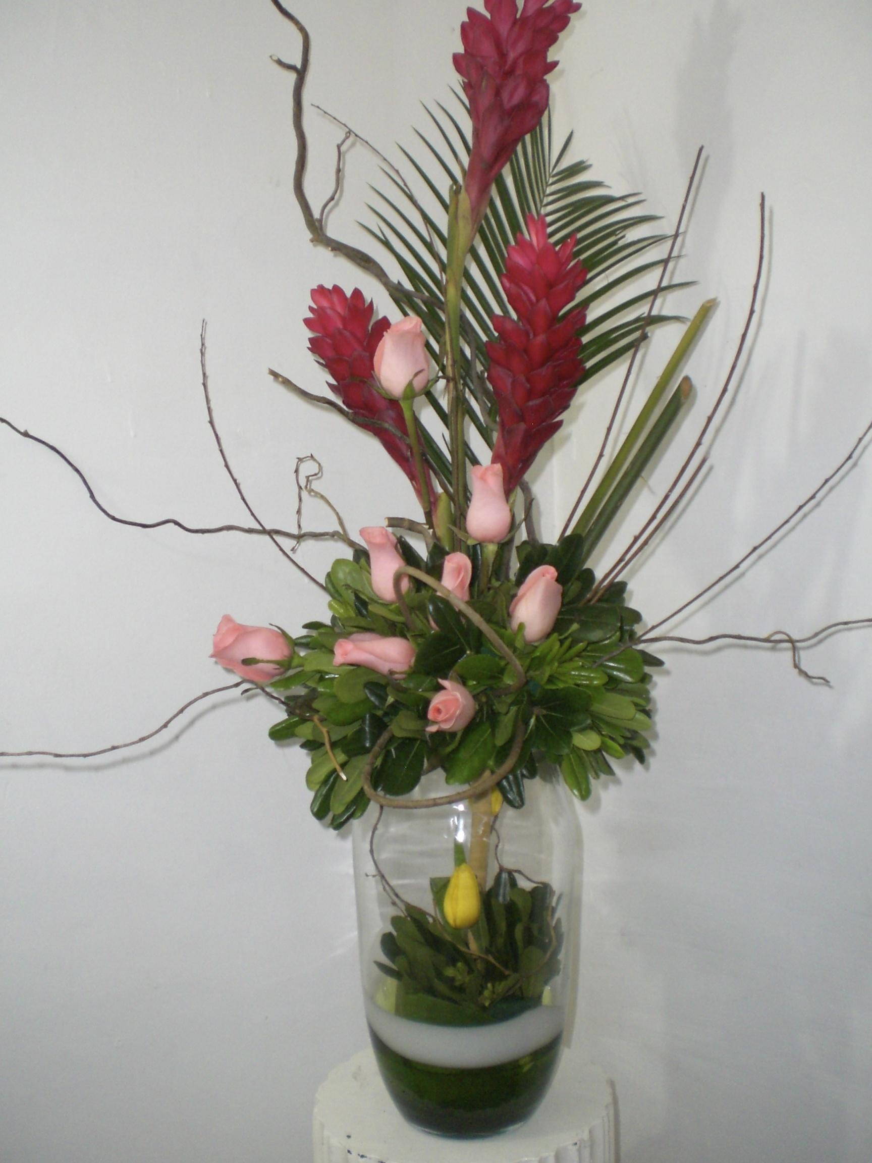 bonito florero de cristal rosas ginger y tulipan 900