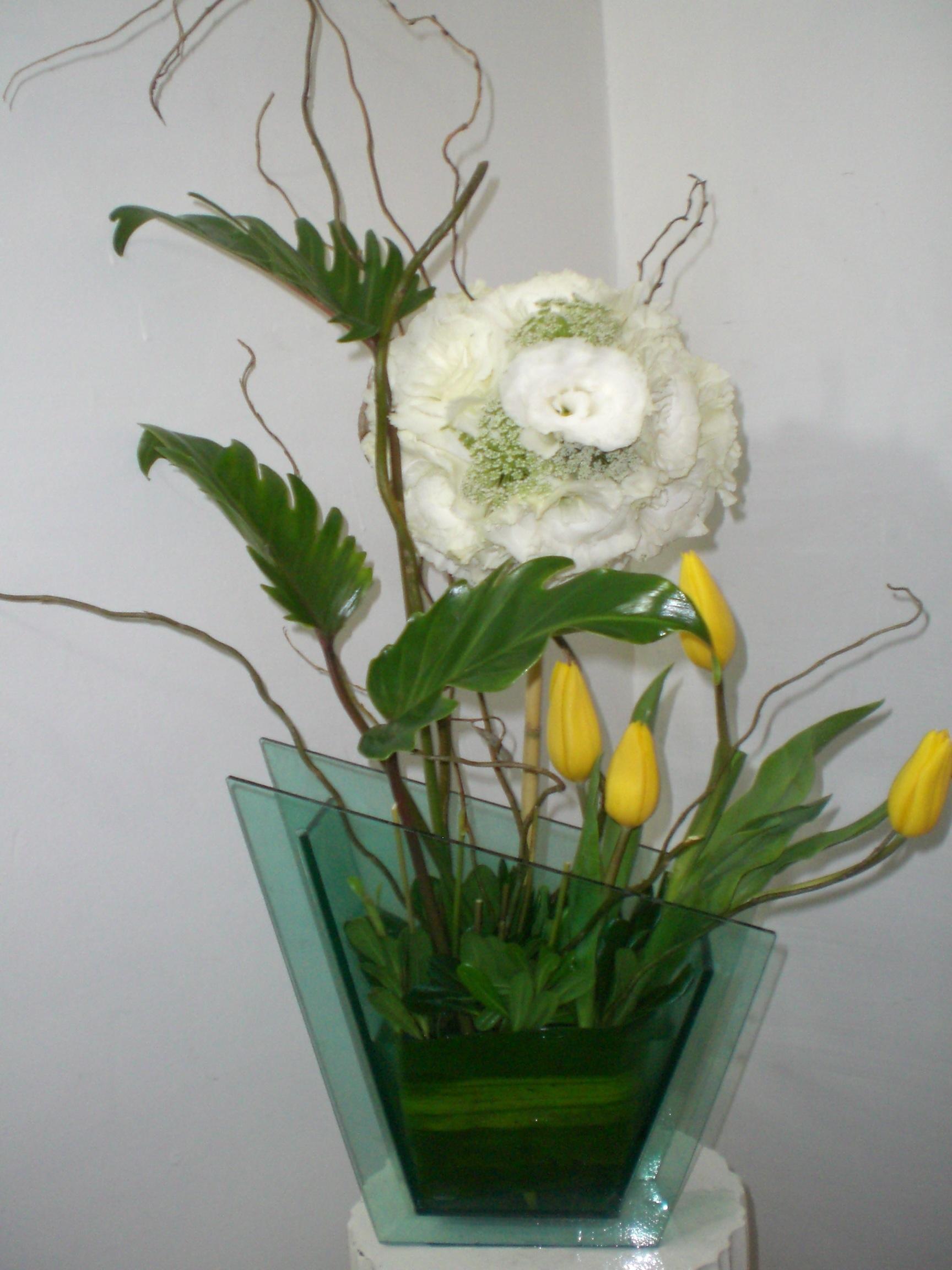 florero de tulipanes y lisiantus 700
