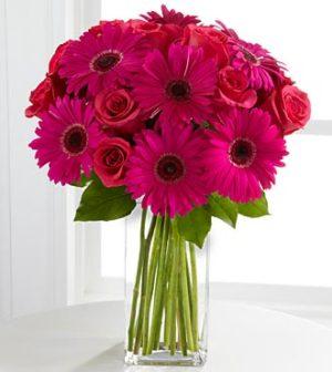 hermoso florero de rosas y gerberas en vase de vidrio 500 pesos