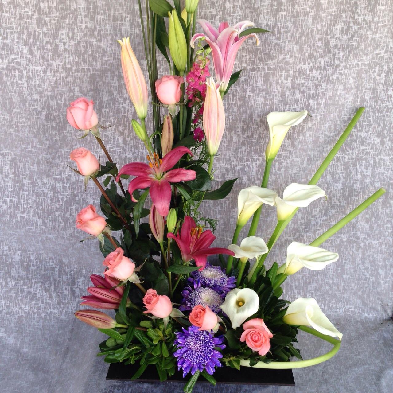 Arreglo de rosas y alcatraz c1 envia flores y regalos for Arreglos de rosas sencillos