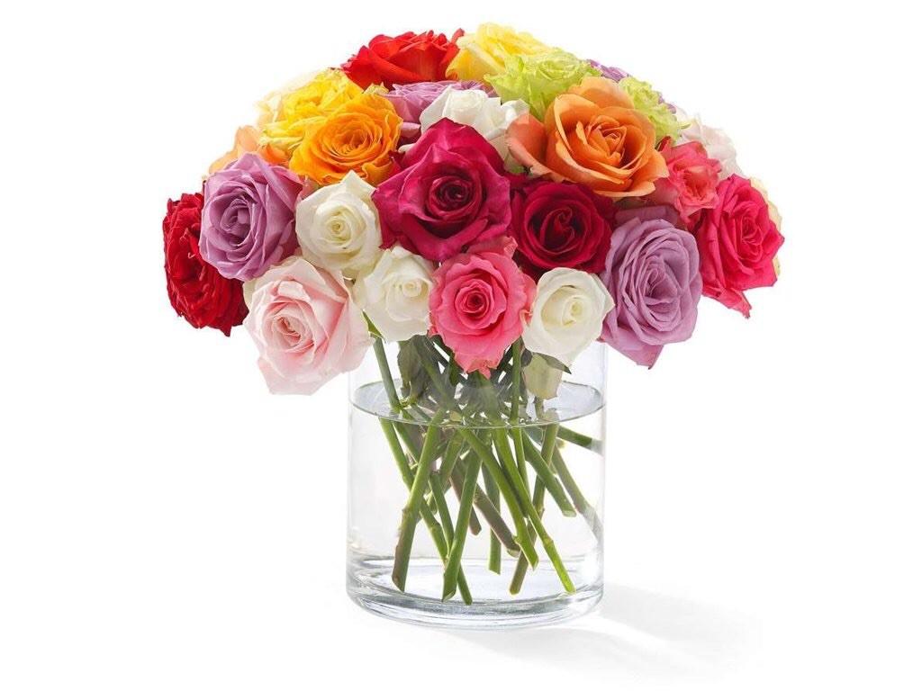 Bonito florero de rosas de colores